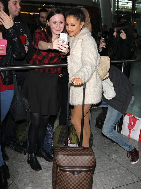 Ariana Grande with fans at the airport