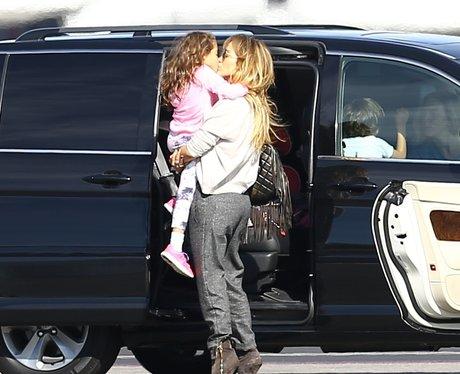 Jennifer Lopes kisses child