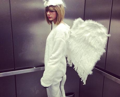 Taylor Swift Dressed As A Unicorn