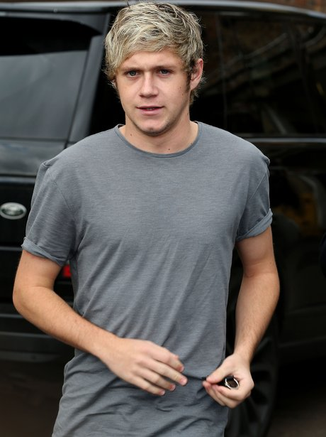 Niall Horan heads to the studio in London