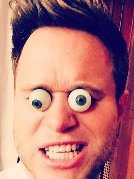 Olly Murs plays with googly eyes