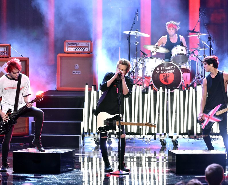 5 Seconds of Summer on stage American Music Awards