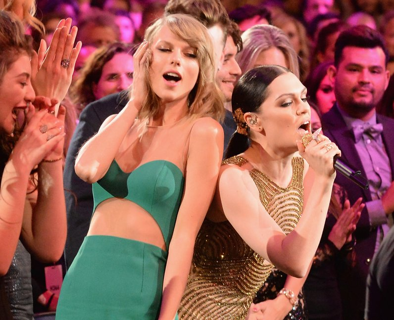 Jessie J and Taylor Swift American Music Awards