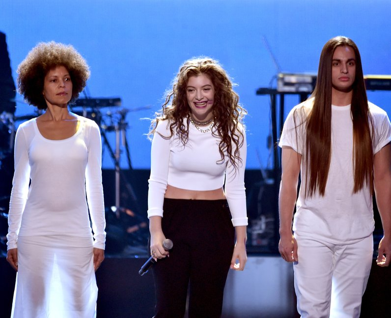 Lorde performs American Music Awards 2014