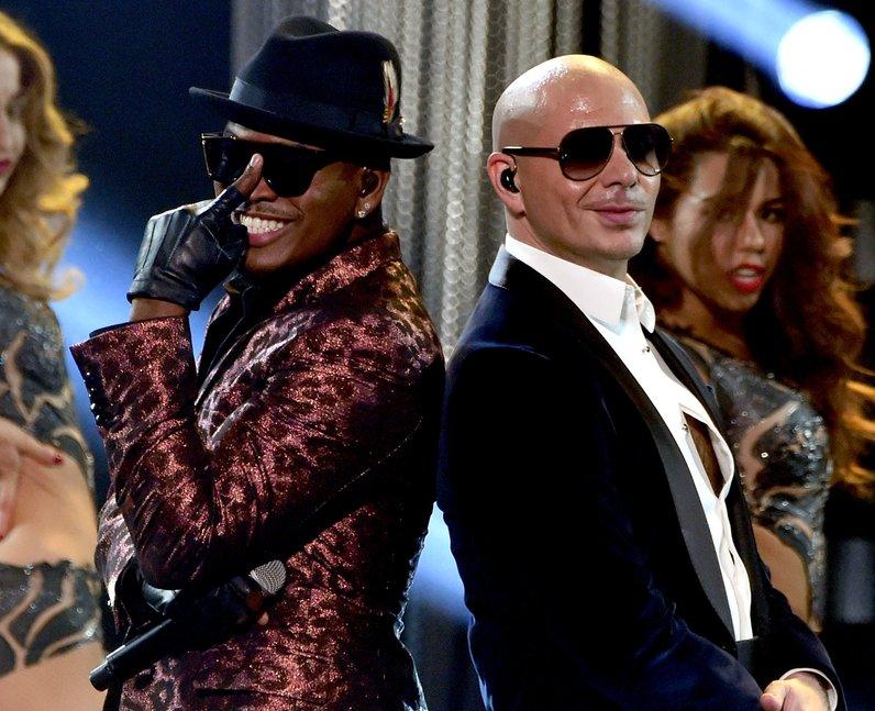 Ne-Yo and Pitbull on stage American Music Awards 2