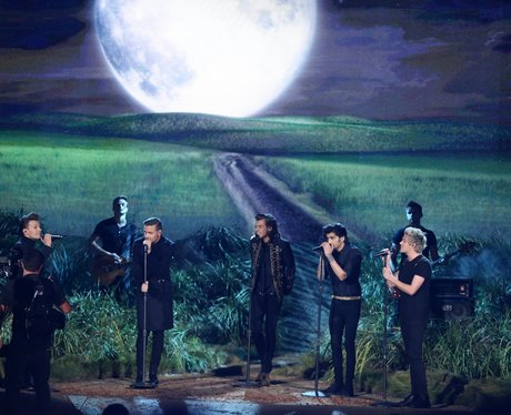 One Direction on stage American Music Awards 2014