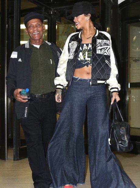 Jeans Rocks Rihanna Her Baggy Grandpa Some Seriously Alongside wiZuOPTkX
