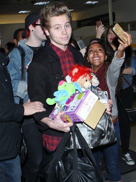 Luke Hemmings Fan Gifts Airport