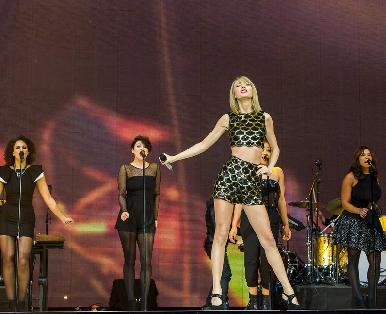 Taylor Swift Jingle Bell Ball 2014