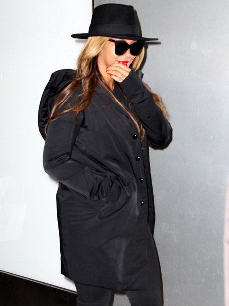 Beyonce covers up  in a coat amid pregnancy rumour