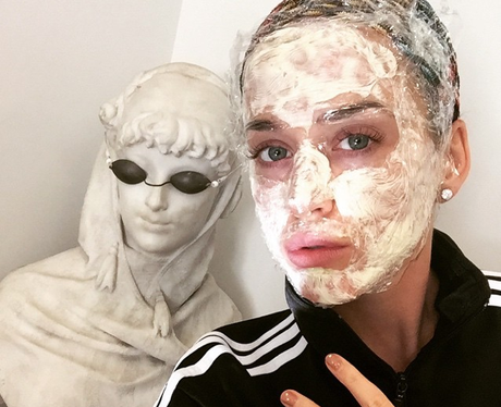 Katy Perry wearing a face mask