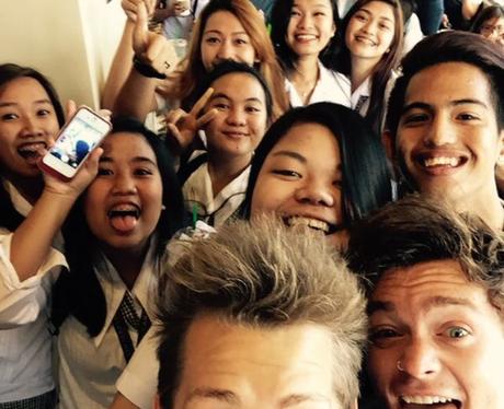 The Vamps Selfie Twitter