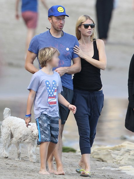 Chris Martin and Gwyneth Linking Arms