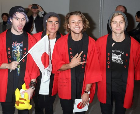 Ready to meet your heroes 5sosfam 5 seconds of summer arrive in ready to meet your heroes 5sosfam 5 seconds of summer arrive in japan m4hsunfo