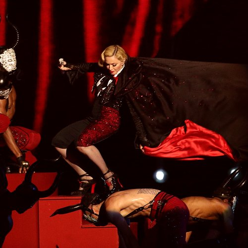 Madonna falling off stage at the BRITs