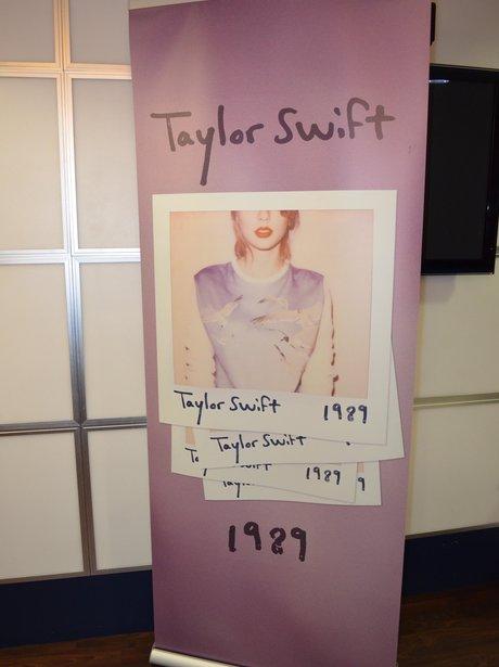 Taylor Swift Banner Backstage BRITs 2015