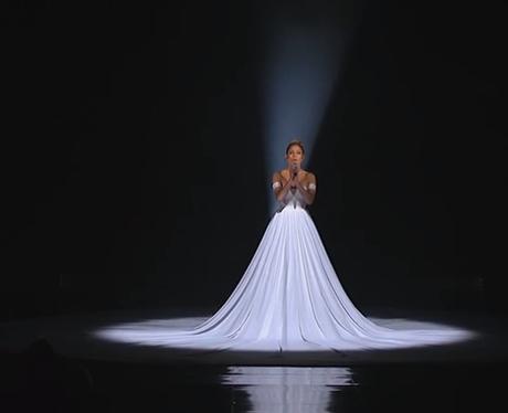 Jennifer Lopez live on American Idol