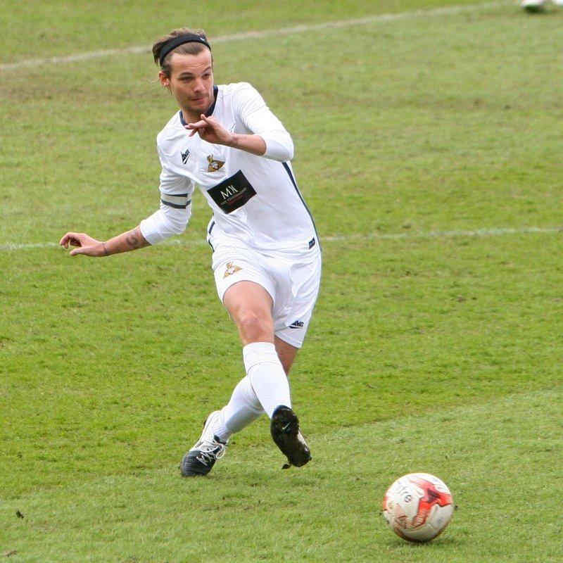 Louis Tomlinson Football