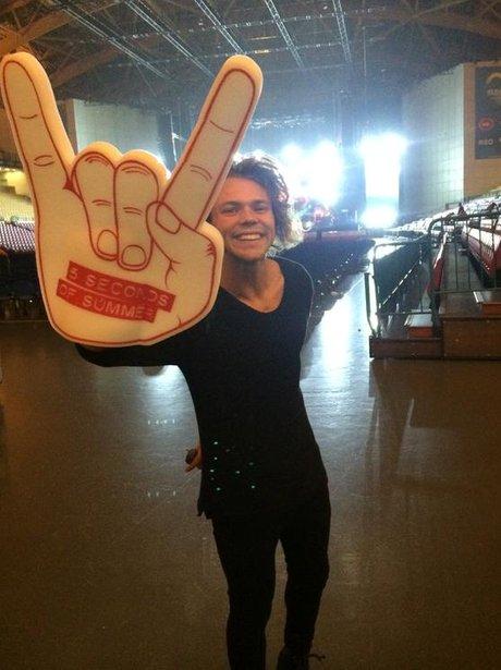 Ashton irwin hand