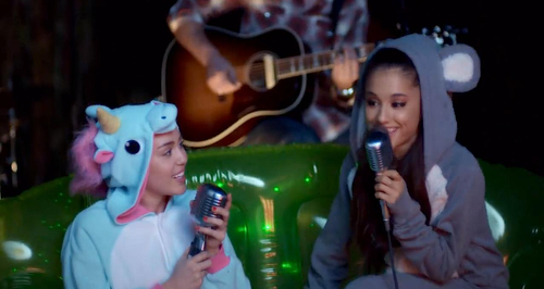 Watch Miley Cyrus Ariana Grande S Don T Dream It S Over Duet In Onesies Is Perfect Capital