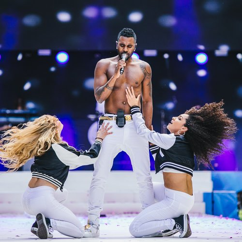 Jason Derulo topless as Summertime Ball 2015