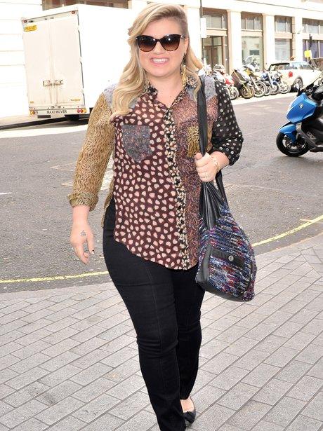 Kelly Clarkson arrives in London