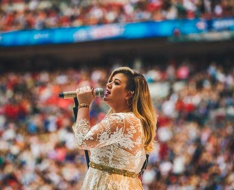 Kelly Clarkson Summertime Ball 2015