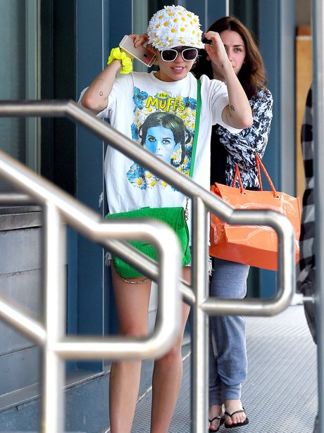 Miley Cyrus wearing a daisy hat