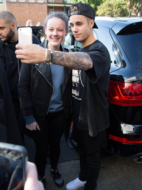 Justin Bieber taking a selfie with a fan
