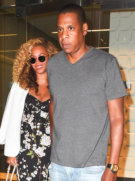 Jay Z and Beyonce holding hands