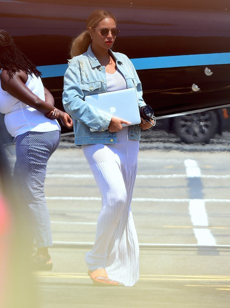 Beyonce Covering Tummy