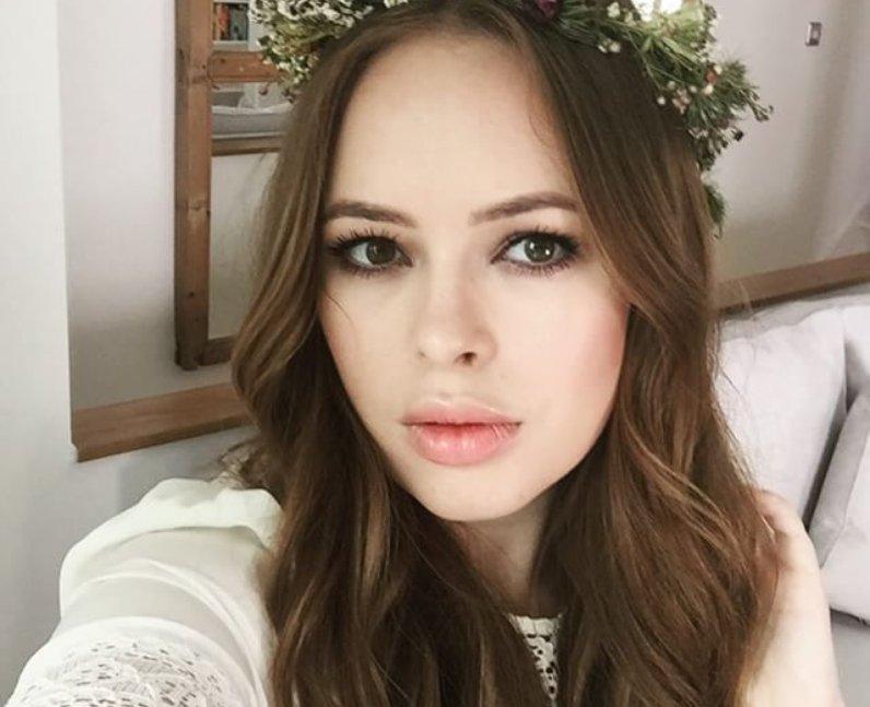 Vlogger Tanya Burr in floral crown