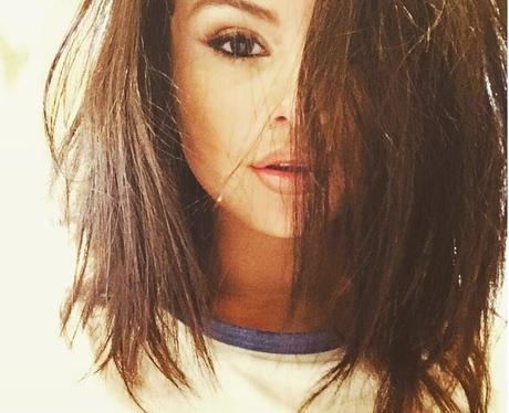 Selena Goemz short hair