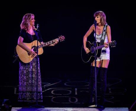 Lisa Kudrow and Taylor Swift 1989
