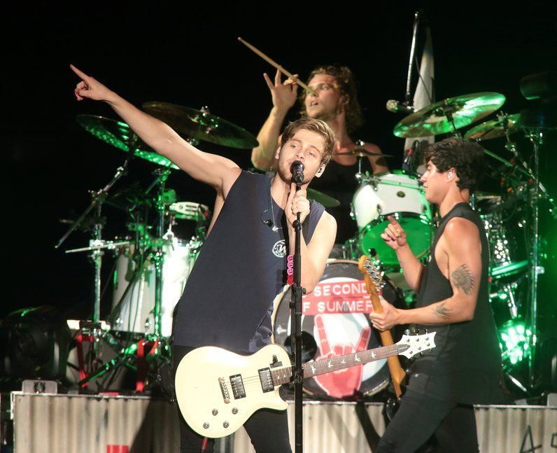 Win bag tickets to 5soss slfl tour and meet the boys backstage 5 seconds of summer m4hsunfo