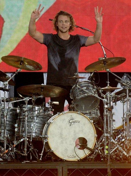 Ashton Irwin from 5S0S performing