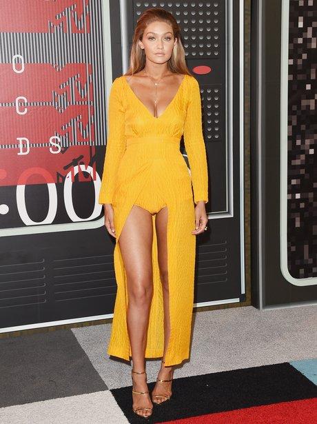 Gigi Hadid arrives at the 2015 MTV Video Music Awa