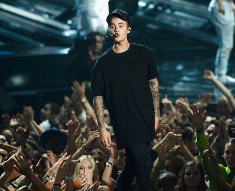 Justin Bieber performs live at the MTV VMAs 2015