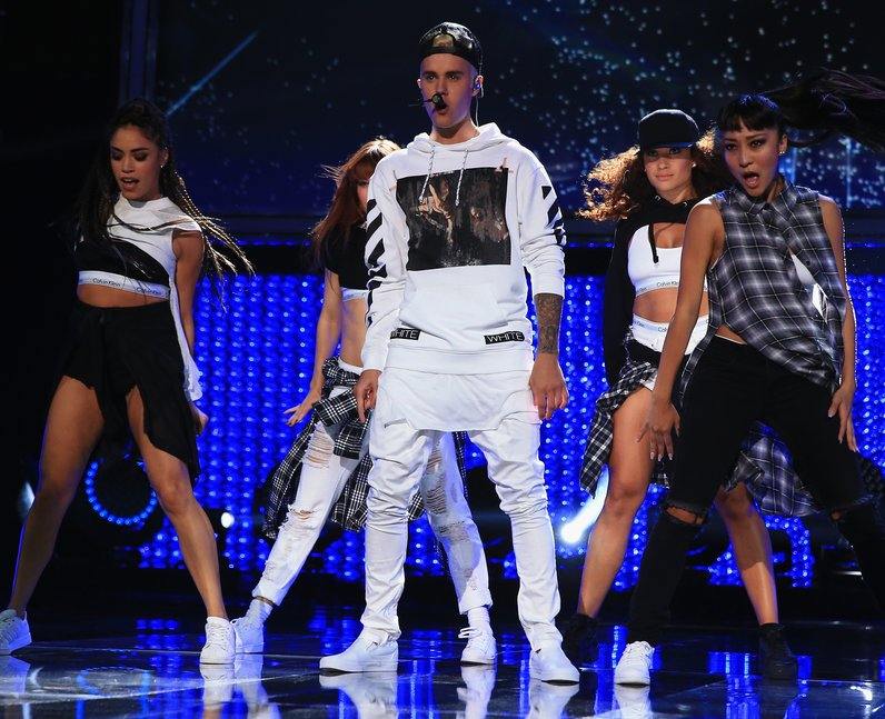 Justin Bieber performs What Do You Mean? live in California