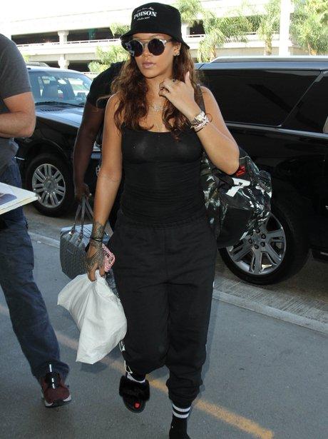 Rihanna no bra