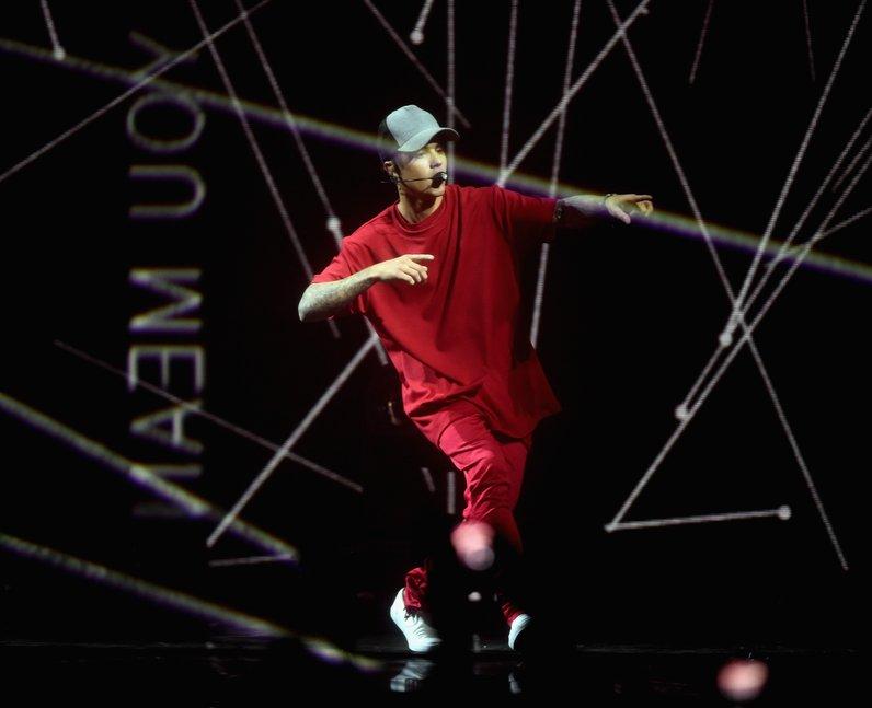 Justin Bieber MTV EMA's 2015 Live