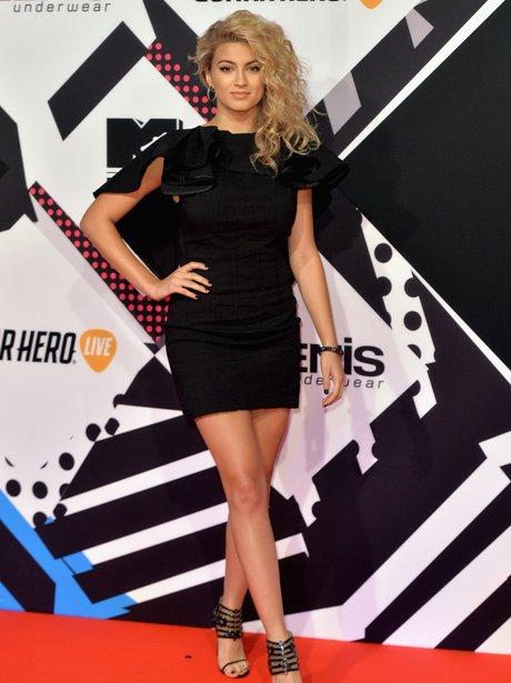 Tori Kelly MTV EMA's 2015 Red Carpet