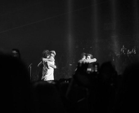One Direction hug on their last show