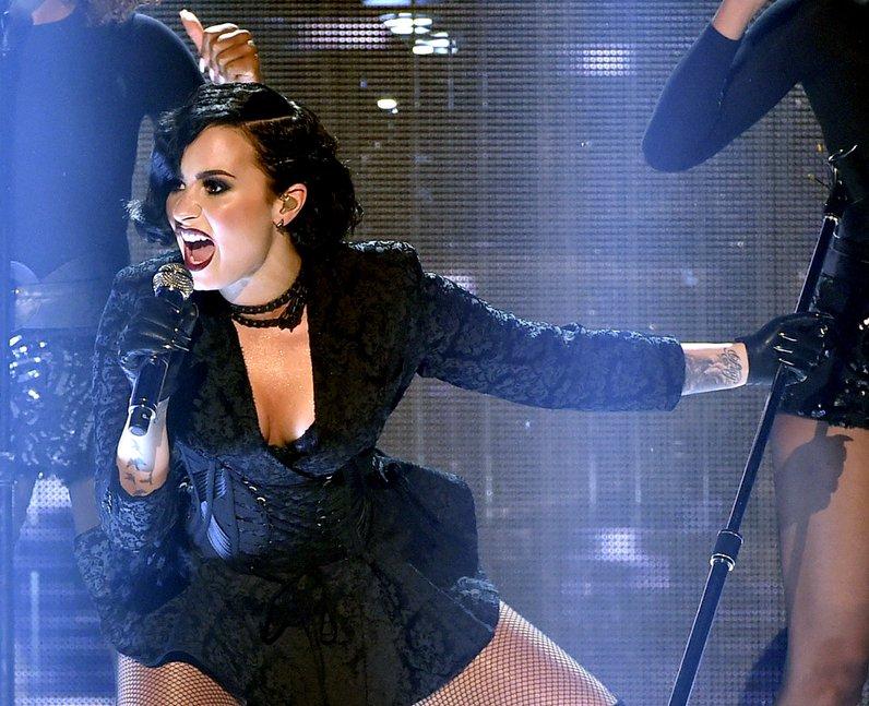 Demi Lovato American Music Awards 2015
