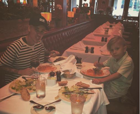 Justin Bieber takes little brother, Jaxon, out for lunch