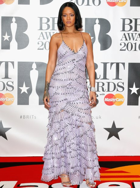 d2d3e908d40 And she looks INCREDIBLE. Rihanna arrives for the 2016 BRIT Awards.