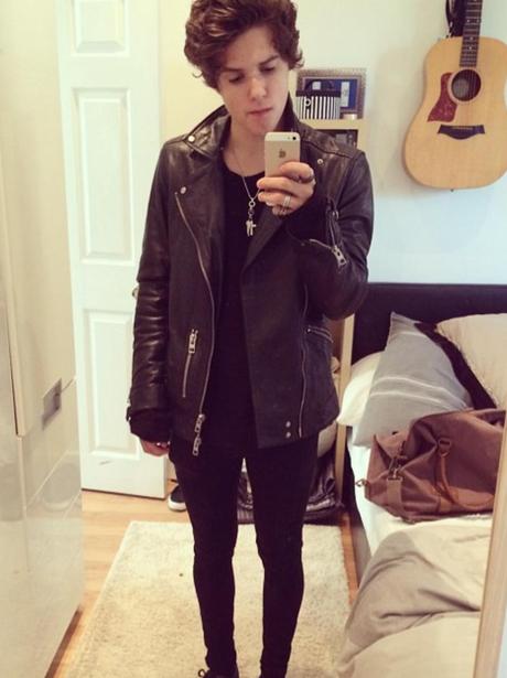 Bradley Simpson selfies