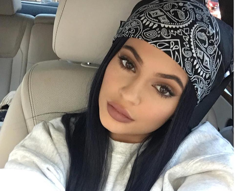 Kylie Jenner shows off pout in new selfie