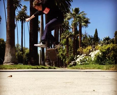 Brooklyn Beckham nails skateboarding jump