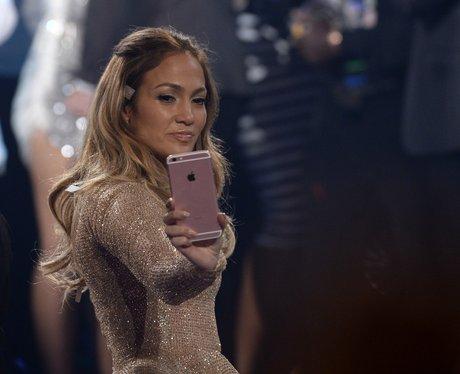 Jennifer Lopez takes a selfie at American Idol fin
